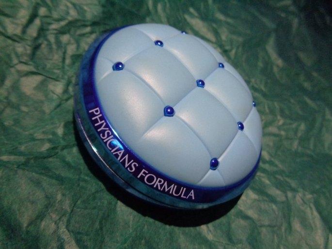 Physicians Formula® Mineral Wear® Talc-Free All-in-1 Cushion Foundation Light/Medium 6657 0.47 fl. oz. Box uploaded by Iris M.