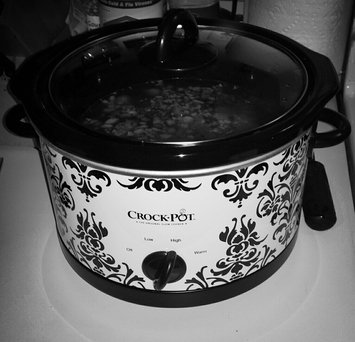 Photo of Crock Pot Crock-Pot Patterned Slow Cooker 4.5-qt. uploaded by Serina P.