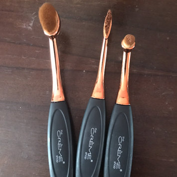 Makeup Revolution Precision Pro Large Oval Face Brush uploaded by Alexis M.