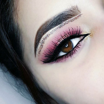 Photo of Huda Beauty Textured Eyeshadows Palette Rose Gold Edition uploaded by Farah K.