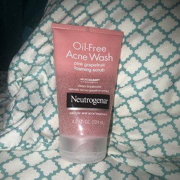 Photo of Neutrogena® Oil-Free Acne Wash Pink Grapefruit Foaming Scrub uploaded by Stephanie L.