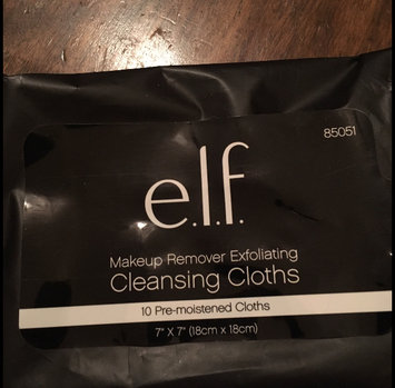 Photo of e.l.f. Makeup Remover Exfoliating Cleansing Cloths uploaded by Tiff P.