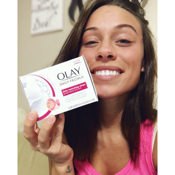 Photo of Olay Daily Facials Daily Clean 4-in-1 Water Activated Cleansing Cloths uploaded by Samantha S.