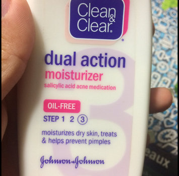 Photo of Clean & Clear Oil-Free Dual Action Moisturizer uploaded by Bhumika M.