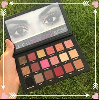 Huda Beauty Textured Eyeshadows Palette Rose Gold Edition uploaded by Fabia L.