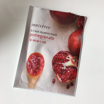 Photo of Innisfree It's Real Squeeze Mask 5pcs (Pomegranate) uploaded by Sookie L.