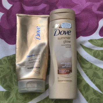 Photo of Dove Energy Glow Daily Moisturizer with Subtle Self-Tanners Medium to Dark Skin Tones uploaded by andreia c.