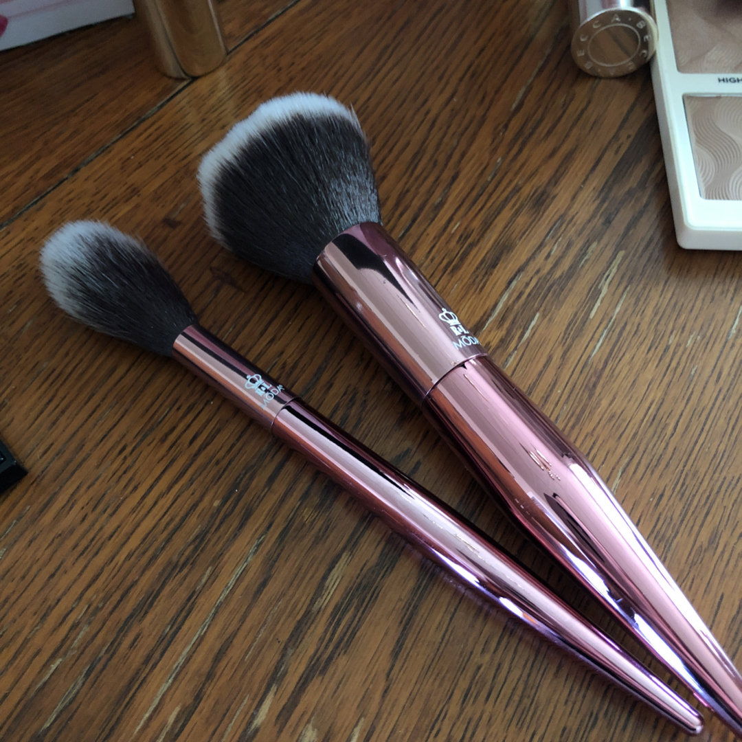 Royal and Langnickel Moda Highlight and Glow Professional Makeup Brush