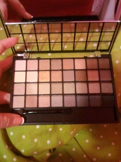 Photo of e.l.f. Studio Endless Eyes Pro Mini Eyeshadow Palette - Natural uploaded by Marta G.
