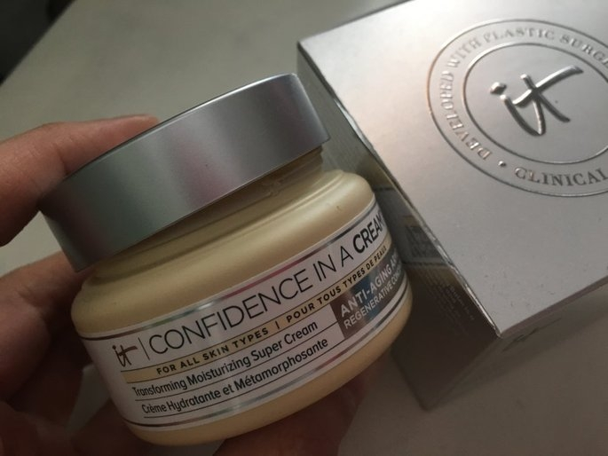 It Cosmetics Confidence in a Cream Transforming Moisturizing Super Cream uploaded by Alicia G.