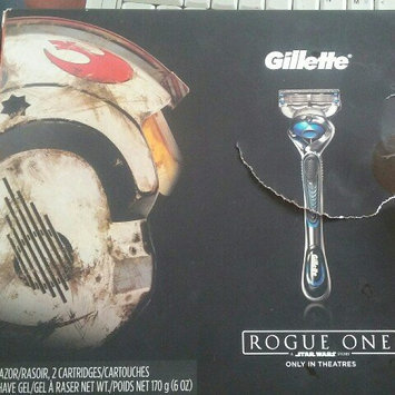 Photo of Gillette® Fusion5™ ProShield™ Chill Razor with Flexball™ Technology uploaded by Valeria H.