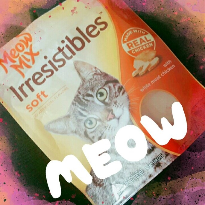 3.0oz Meow Mix Irresistibles Treat Soft With Real White Meat Chicken uploaded by Alisha B.
