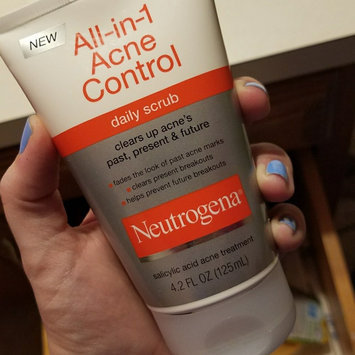 Neutrogena All-in-1 Acne Control Daily Scrub uploaded by Amanda L.