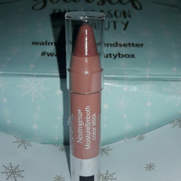 Neutrogena MoistureSmooth Color Stick uploaded by Daniele L.
