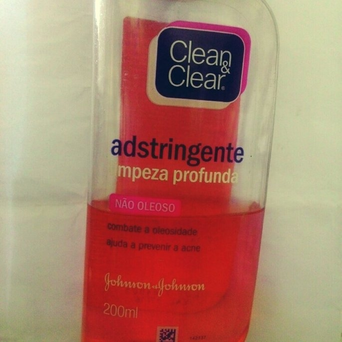 Clean & Clear Essentials Deep Cleaning Astringent uploaded by Giuliana D.