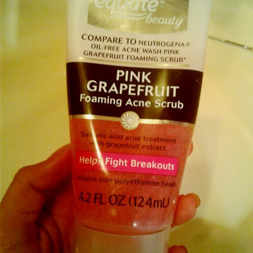 Neutrogena Oil-Free Pink Grapefruit Acne Wash Facial Cleanser uploaded by cinthya c.