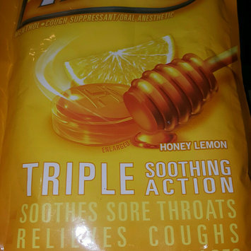 Photo of HALLS Honey Lemon Cough Menthol Drops uploaded by Viridiana H.