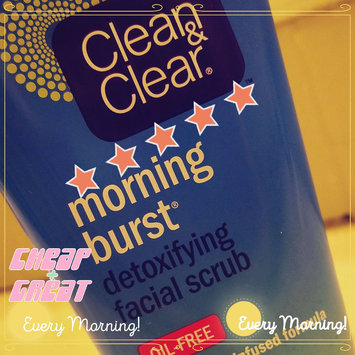 Photo of Clean & Clear® Morning Burst® Detoxifying Facial Scrub uploaded by Amber G.