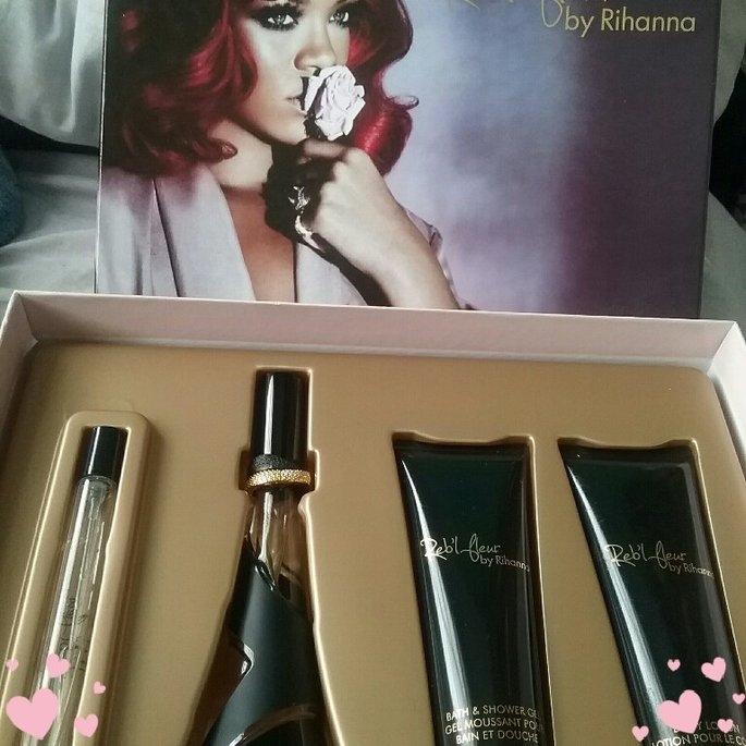Rihanna Reb'l Fleur Gift Set uploaded by Sarana W.