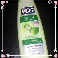 Alberto VO5 Herbal Escapes Clarifying Conditioner Kiwi Lime Squeeze uploaded by Claire E.