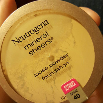 Photo of Neutrogena® Mineral Sheers Loose Powder Foundation uploaded by Laycee S.