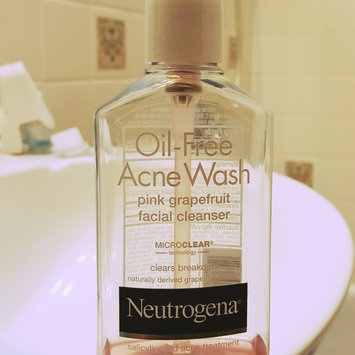 Neutrogena Oil-Free Pink Grapefruit Acne Wash Facial Cleanser uploaded by Lizbeth G.