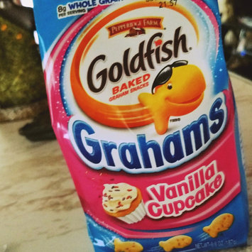Pepperidge Farm Goldfish Grahams Vanilla Cupcake Graham Snacks uploaded by keren a.
