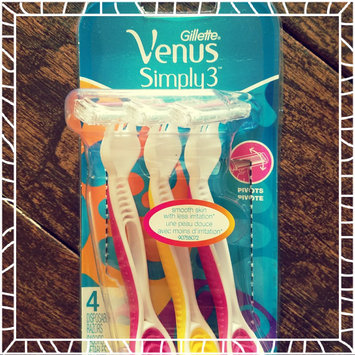 Photo of Gillette Venus Simply Venus Disposable Razors uploaded by Antonia G.