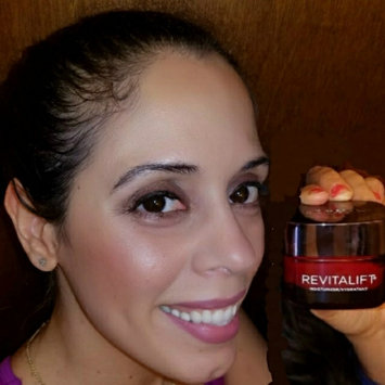 Photo of L'Oréal Paris RevitaLift® Radiant Smoothing Cream Cleanser uploaded by Maritza b.