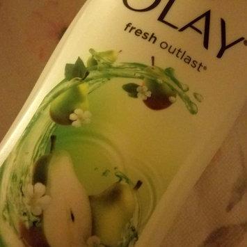 Photo of Olay Fresh Outlast Crisp Pear & Fuji Apple Body Wash uploaded by felicia h.