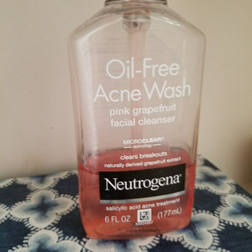 Neutrogena Oil-Free Pink Grapefruit Acne Wash Facial Cleanser uploaded by Kelsey H.