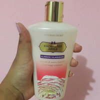 Victoria's Secret Enchanted Apple Hydrating Body Lotion uploaded by Daneymis BM-118761 P.