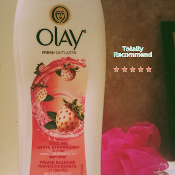 Olay Fresh Outlast Body Wash, Cooling White Strawberry & Mint, 13.5 fl oz uploaded by Nikita B.