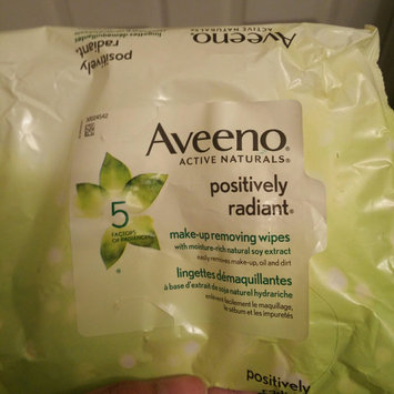Photo of Aveeno® Active Naturals Positively Radiant Makeup Removing Wipes uploaded by Linda C.