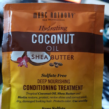 Photo of Marc Anthony True Professional Hydrating Coconut Oil & Shea Butter Deep Nourishing Conditioning Treatment, 1.69 fl oz uploaded by Clarissa M.