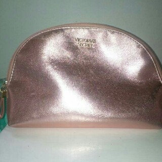 Photo of Victoria's Secret Pink Trio Cosmetic Bag uploaded by Andrea C.