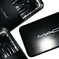 M.A.C Cosmetics 246 Synthetic Fluffy Eye Brush uploaded by Perfec'✨Shine® -.