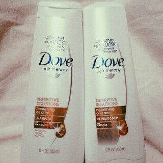 Photo of Dove Damage Therapy Nourishing Oil Care Conditioner uploaded by Andrea C.