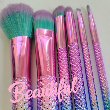 Photo of Royal Brush Moda Total Face Cosmetic Brush Set and Case uploaded by Adeline P.