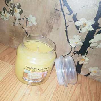 Photo of Yankee Candle Housewarmer Vanilla Cupcake Medium Classic Candle Jar uploaded by Alexis a.