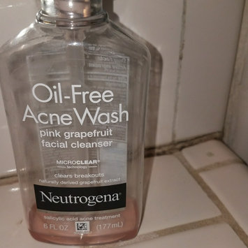 Photo of Neutrogena Oil-Free Pink Grapefruit Acne Wash Facial Cleanser uploaded by Koraima P.