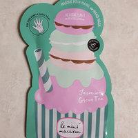 Le Mini Macaron Jasmine Green Tea Hand Mask uploaded by Amber L.
