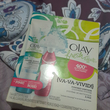 Photo of Olay Fresh Effects Va-Va-Vivid Powered Contour Cleansing System uploaded by Donna J.