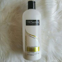 TRESemmé Purify & Replenish Remoisturize Conditioner uploaded by Joseth C.