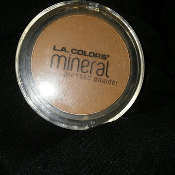 Photo of L.A. Colors Mineral Pressed Powder uploaded by Estrella G.