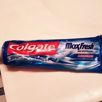 Photo of Colgate® MaxFresh® with WHITENING MINI BREATH STRIPS Toothpaste Cool Mint uploaded by Isamar F.