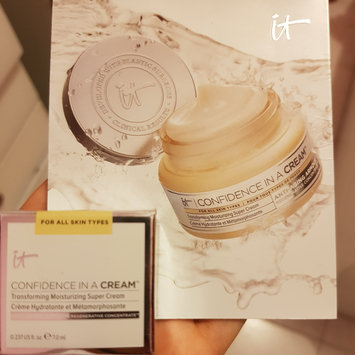 Photo of IT Cosmetics Confidence in a Cream Transforming Moisturizing Super Cream uploaded by Katherine E.