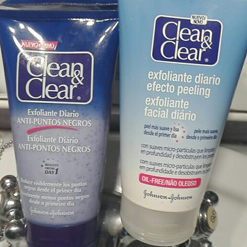 Photo of Clean & Clear® Blackhead Eraser™ Scrub uploaded by Miguel A.