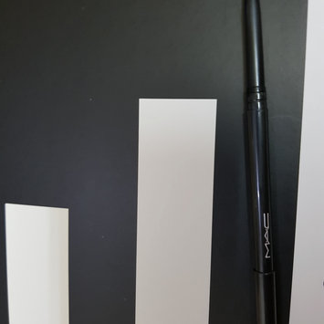 Photo of MAC 'Modern Twist' Kajal Liner - Squid uploaded by Záarah k.