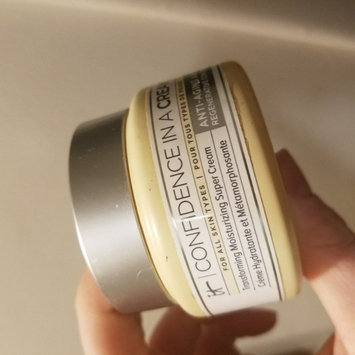 Photo of IT Cosmetics Confidence in a Cream Transforming Moisturizing Super Cream uploaded by Katie W.